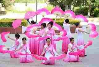 昌吉市三工镇举办民族团结广场舞大赛