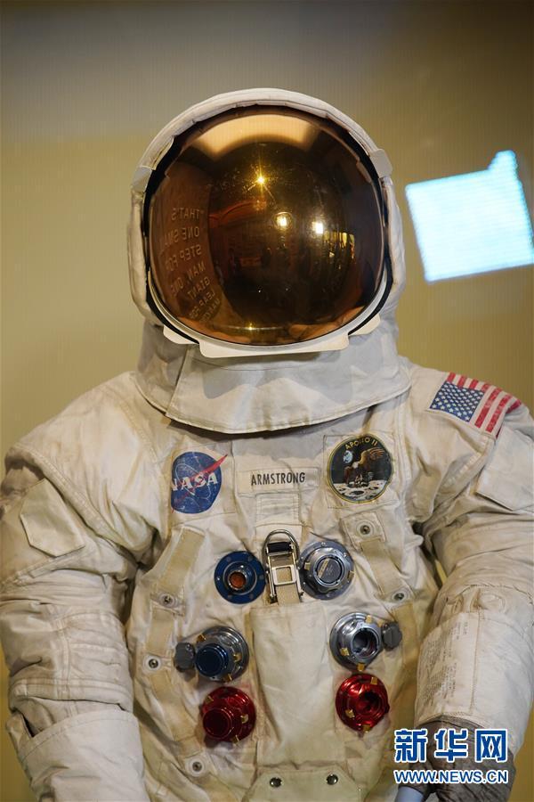 阿姆斯特朗登月宇航服重新与公众见面