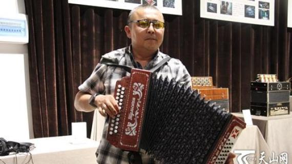 """新疆有座手风琴博物馆 藏着这个收藏家的""""琴调人生"""""""