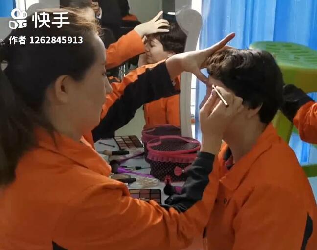 化妆课可是很受欢迎的