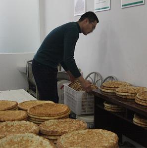 80、90后小伙:希望新疆馕走向全国