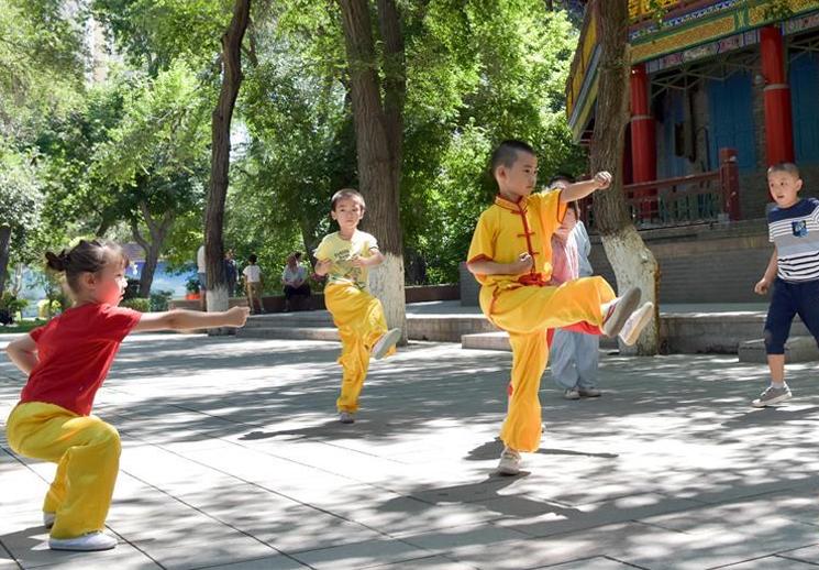 新疆:夏日童趣