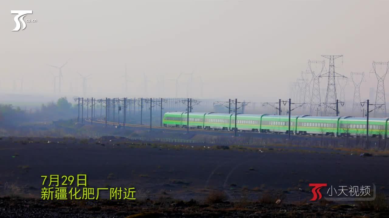 """复兴号""""绿巨人""""动车组抵达新疆"""