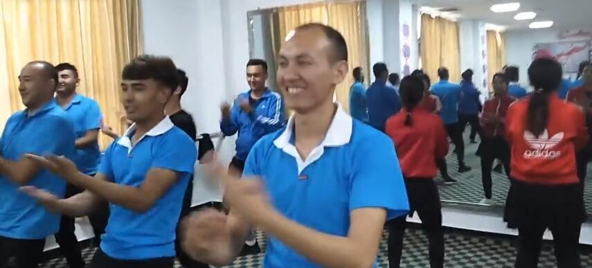 我们教培中心的学生在跳网红舞