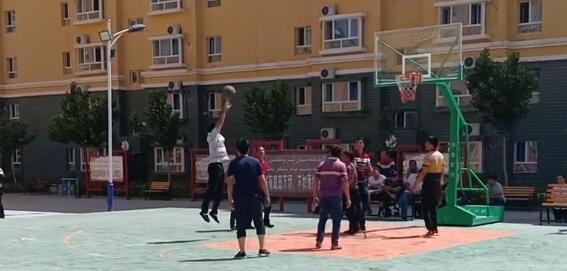 我们教培中心的篮球场,学生们都很喜欢打篮球!