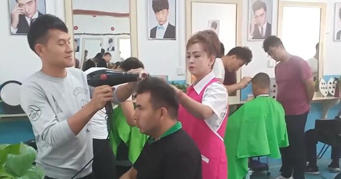 我们教培中心的美容美发专业班!