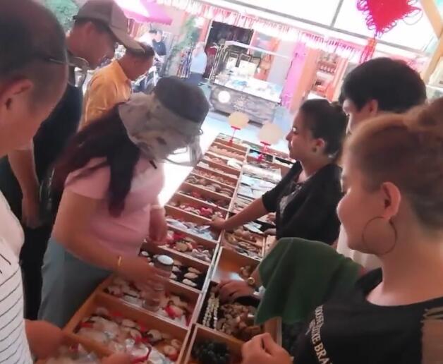 结业学员在喀什古城找到了工作,心里很感激