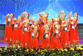 新疆各族干部群众共度古尔邦节