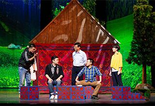 话剧《那拉提恋歌》在新疆上演