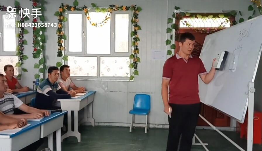 我们教培中心的水电暖维修班,老师正在讲课!