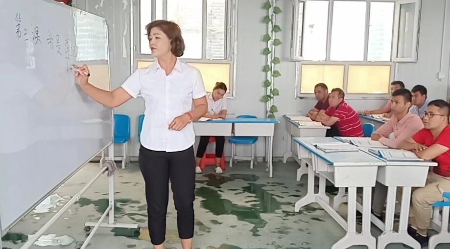我们教培中心的国语老师讲课也讲的非常生动!