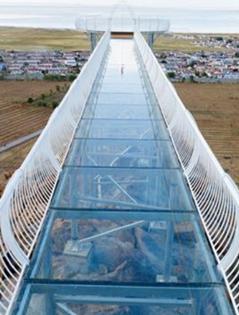 哈密建成首條空中玻璃走廊