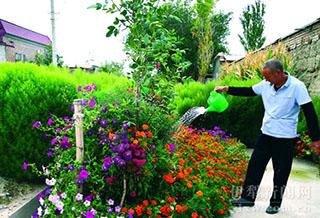 伊宁县喀什镇赛皮尔村村民的日子像花儿一样美