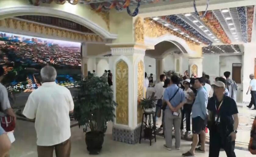 喀什有名的景点香妃墓,游客很多呀