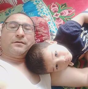 今天在家和儿子睡午觉,儿子今年7岁了要上小学了