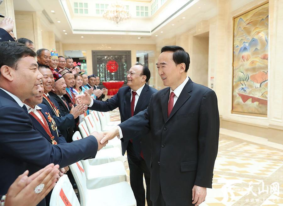 陈全国雪克来提·扎克尔会见新疆全国民族团结进步模范集体和模范个人代表