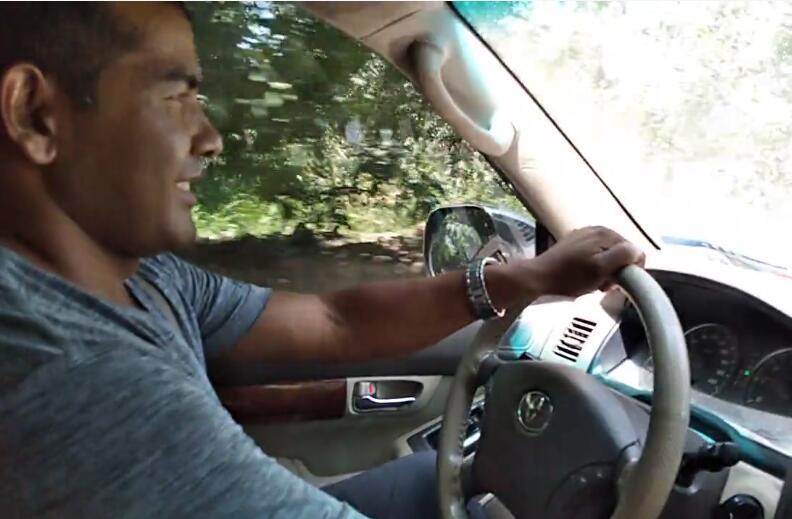 在学校各种技能都学了,开车技术还跟以前一样好