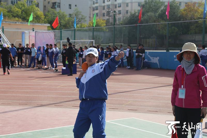 兵团第十二师一〇四团中学举办第三十五届运动会