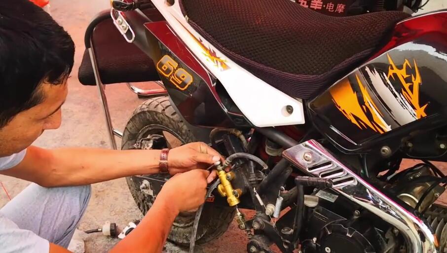 艾合买提修摩托车