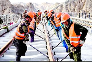 格庫鐵路新疆段完成鋪軌589公里