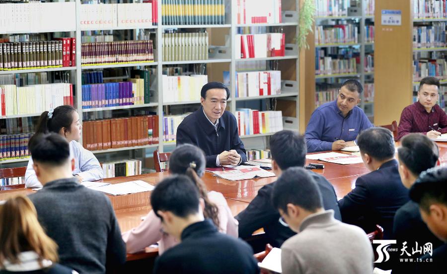 陳全國到社區高校宣講黨的十九屆四中全會精神