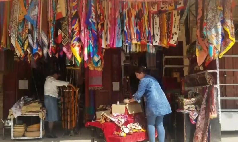 结业学员买热帕提开了一家旅游品店