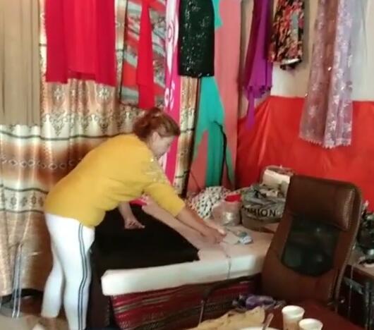古丽仙结业后开了一家裁缝店,有稳定收入