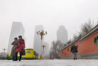 乌鲁木齐午后雪急,行人有些措手不及