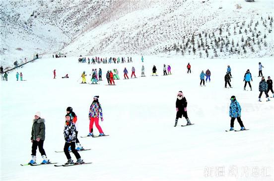 【万博manbetx官网地址-万博app官方下载ios-万博manbetxapp苹果版】阿勒泰市:体育课开到滑雪场