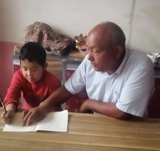 辅导儿子写作业