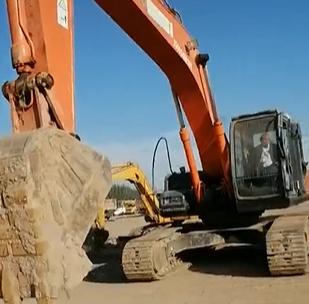 驾驶挖掘机,我也秀一秀