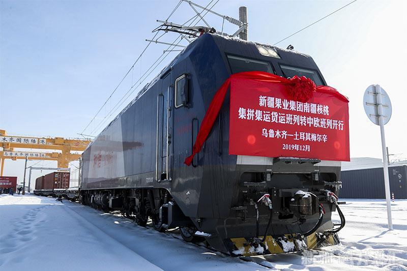 新疆核桃首乘专列出口国际市场