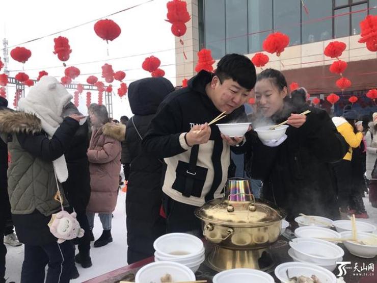 大锅羊肉、雪地火锅……昌吉市冰雪旅游节开幕