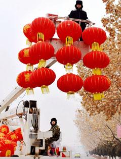 温宿县:挂灯笼 迎新春