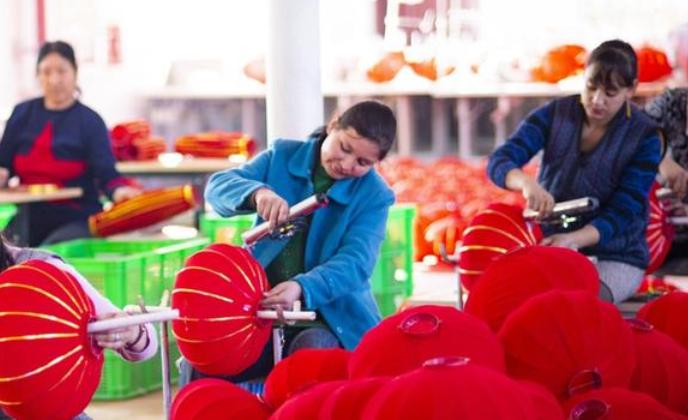 洛浦县:火红灯笼带来红火日子