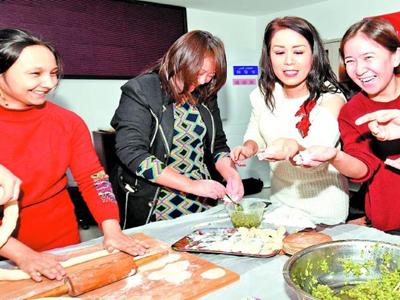 包饺子 话团结