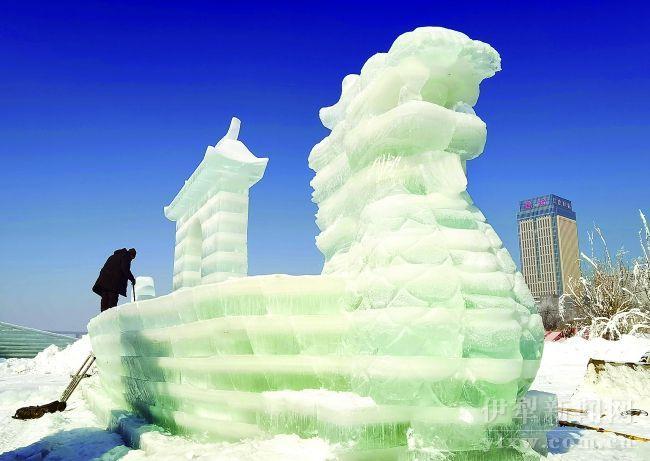 伊宁市:赏冰雕 迎新春