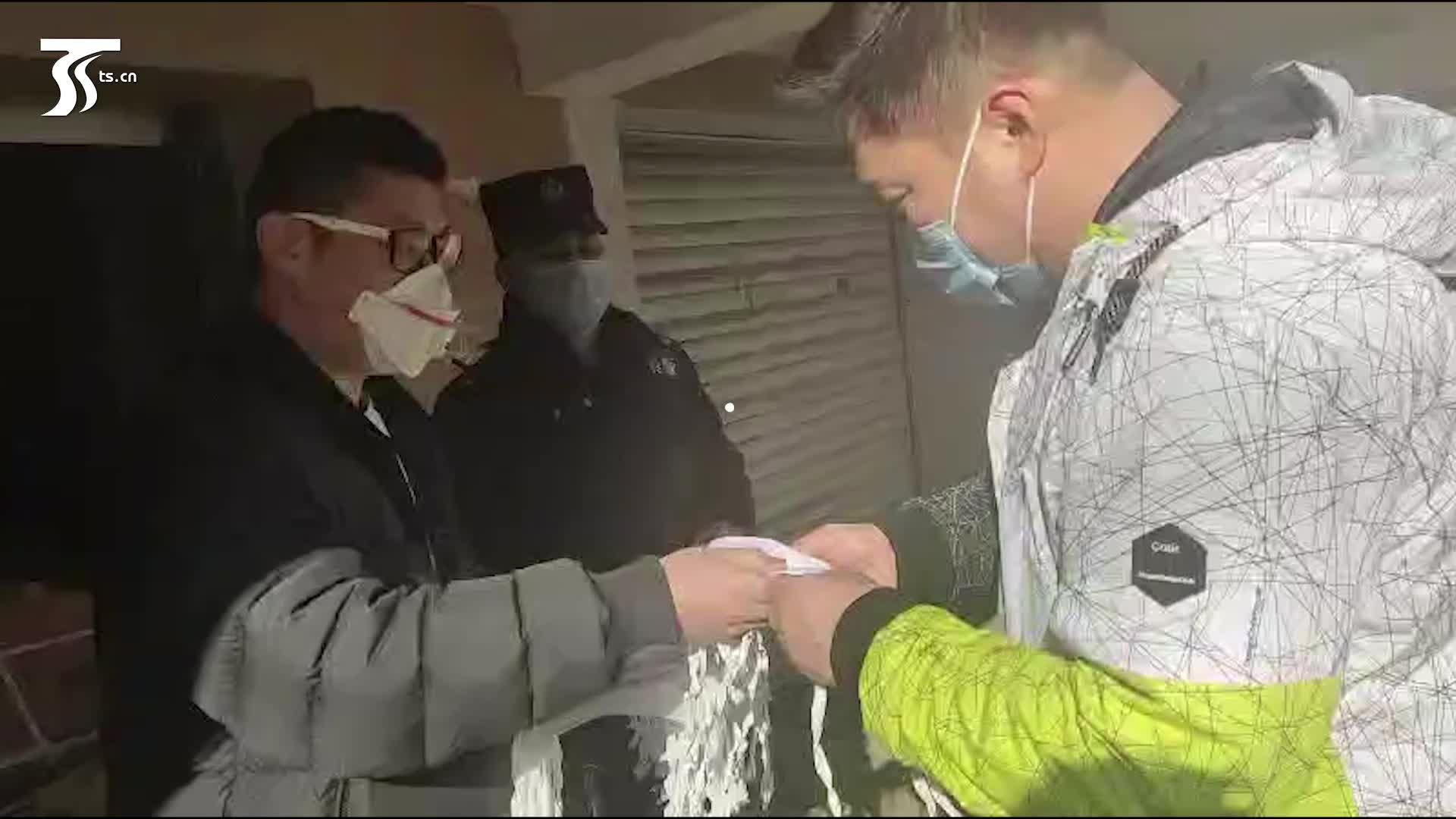 小天视频|冷家利的暖心举动:向市民免费发放口罩给医院捐赠物资