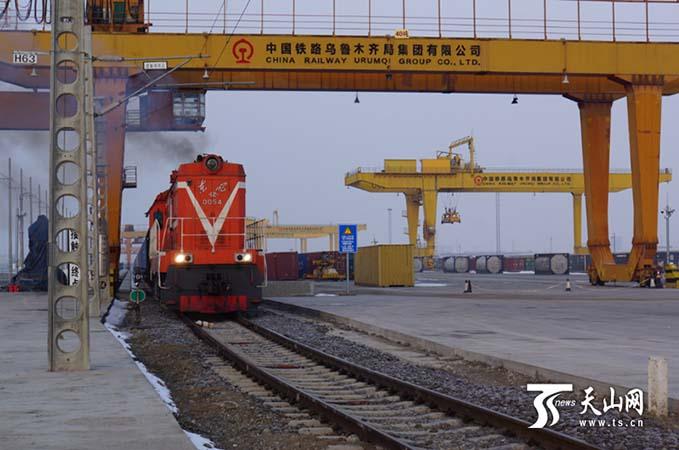 中欧班列经新疆口岸出入境开行数量逐渐增加