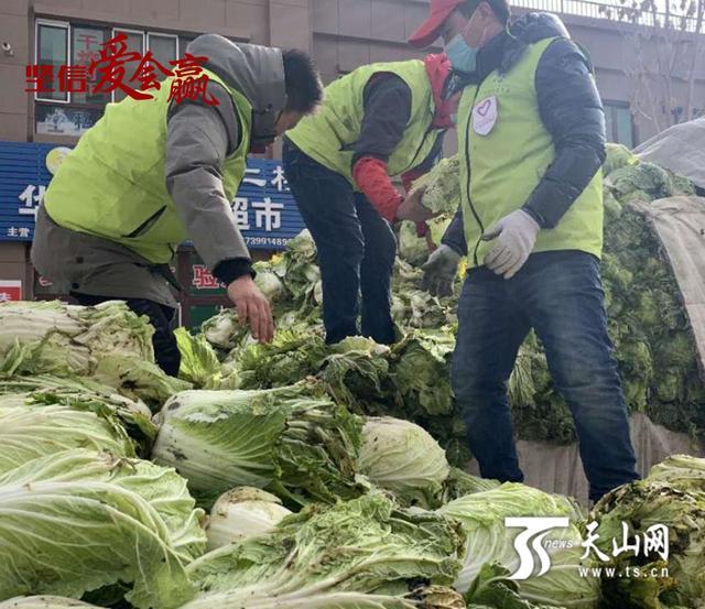 他们将爱心蔬菜送到防疫一线和居民家