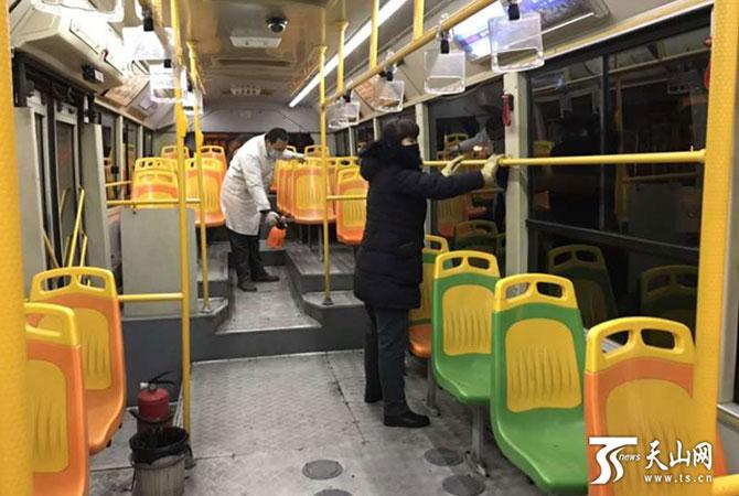 """乌鲁木齐市""""定制公交""""为企业服务"""
