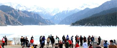 【新疆是个好地方】天池景区迎来首批团队游客