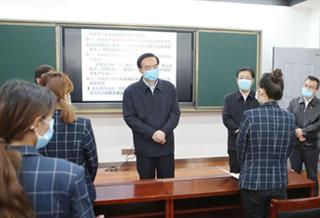 陈全国在乌市调研高校开学复课和疫情防控工作