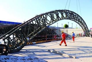 伊犁河新一桥加紧施工 7月底建成通车