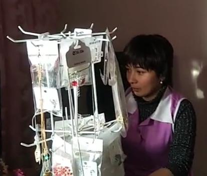 曼孜热木自己开美容美体店,平均月收入3000元