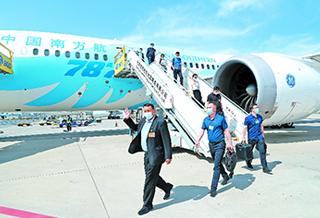 新疆全国人大代表抵京