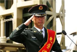 新疆軍區某防空旅舉行軍官退役儀式