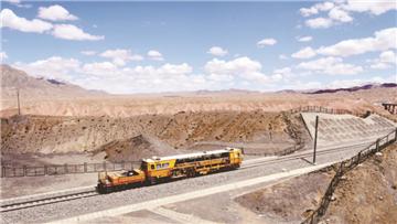 格库铁路建设者攻下阿尔金山