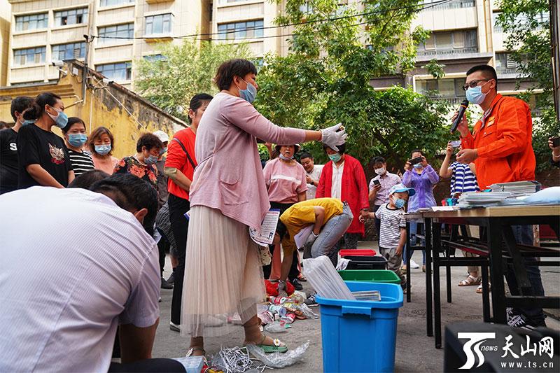 乌鲁木齐市1500个分类垃圾桶陆续