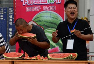 """新疆有个""""下野地西瓜节"""",好吃好玩!"""